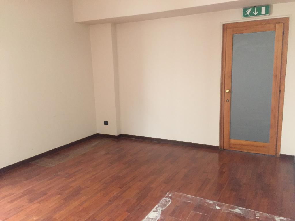 Ufficio in Affitto a Cantu'  rif. 9406