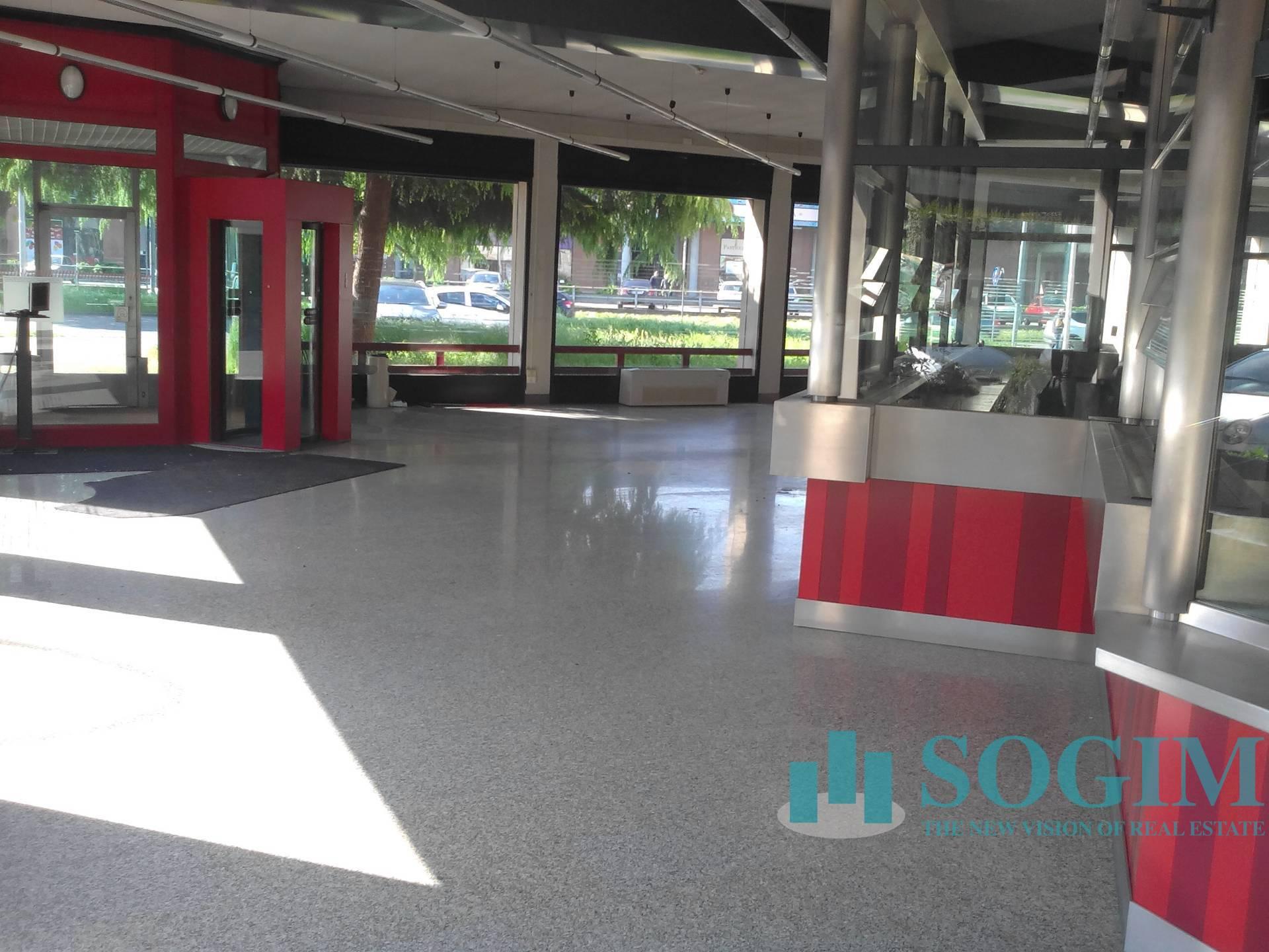 Negozio / Locale in affitto a Bareggio, 9999 locali, prezzo € 10.500 | PortaleAgenzieImmobiliari.it
