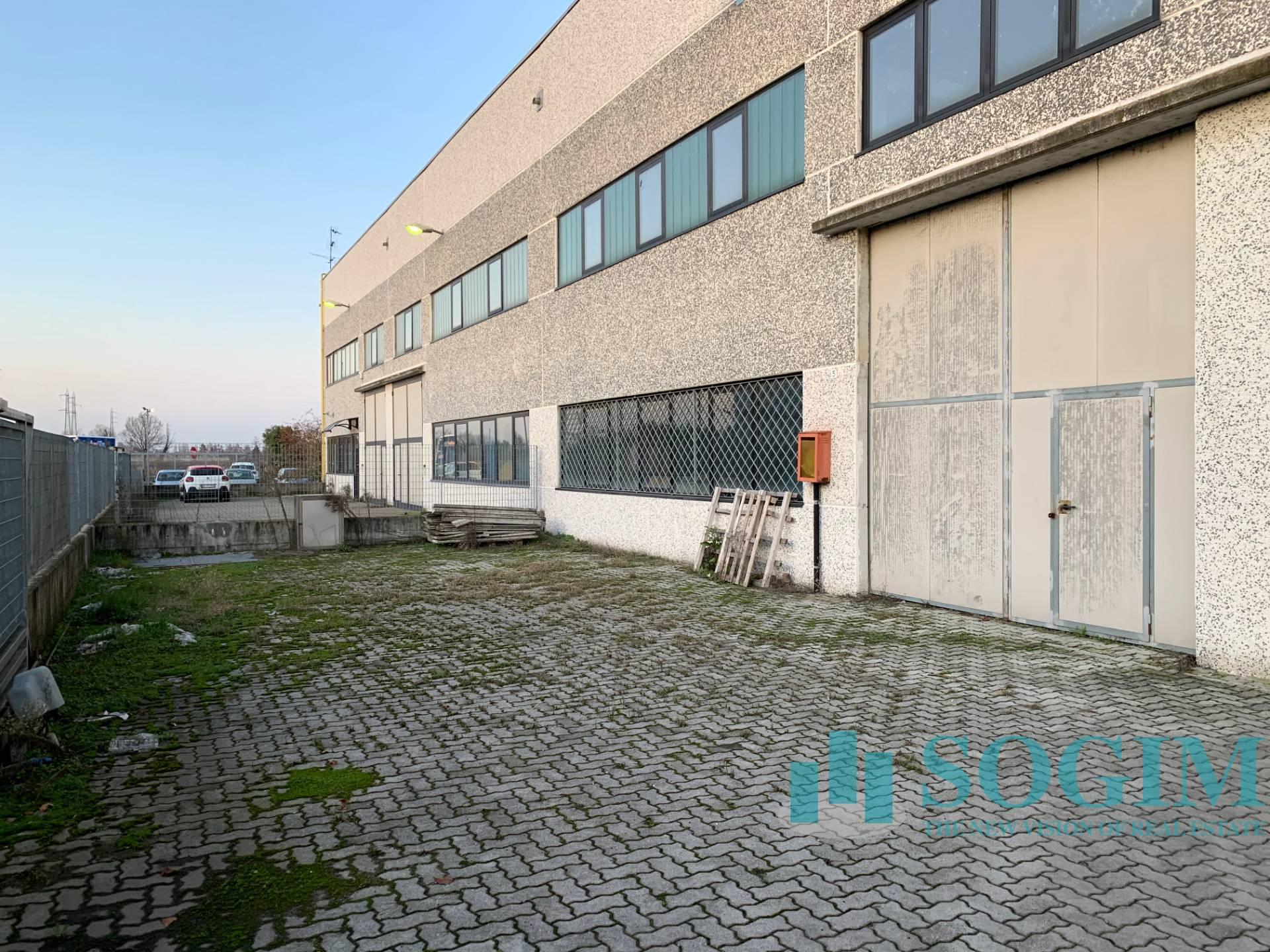 Capannone in affitto a Vernate, 9999 locali, prezzo € 2.900 | PortaleAgenzieImmobiliari.it