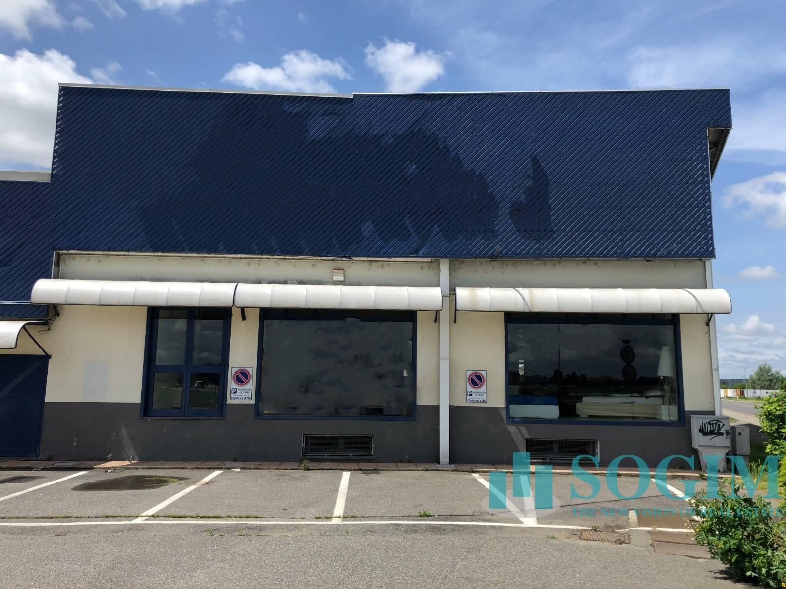 Negozio / Locale in affitto a Trecate, 9999 locali, prezzo € 5.000 | PortaleAgenzieImmobiliari.it