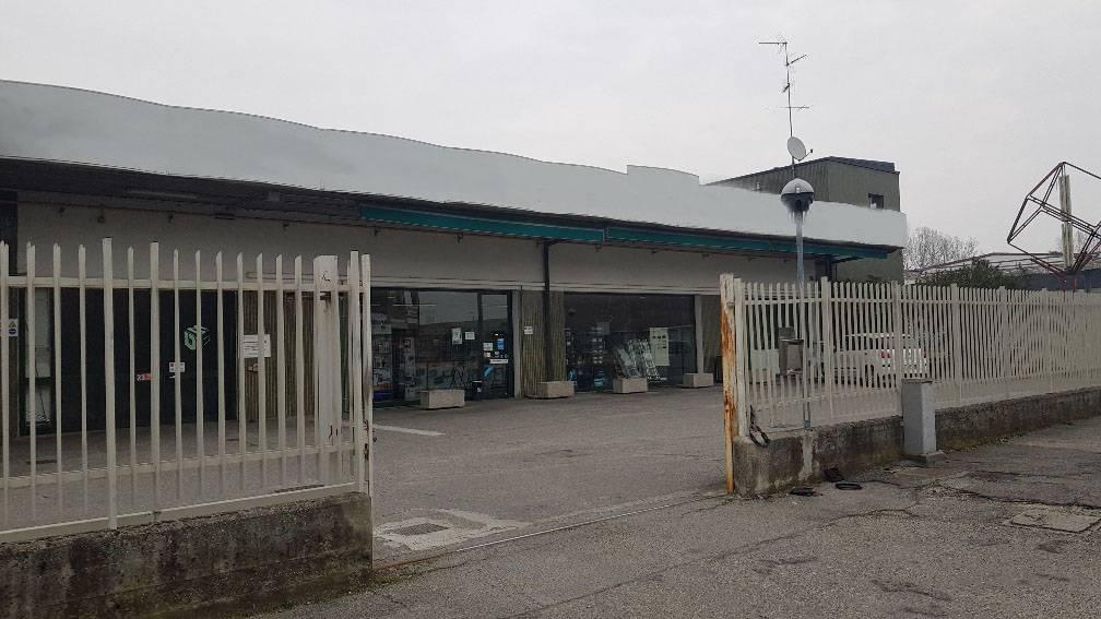 Immobile Commerciale in Affitto a Peschiera Borromeo  rif. 20466