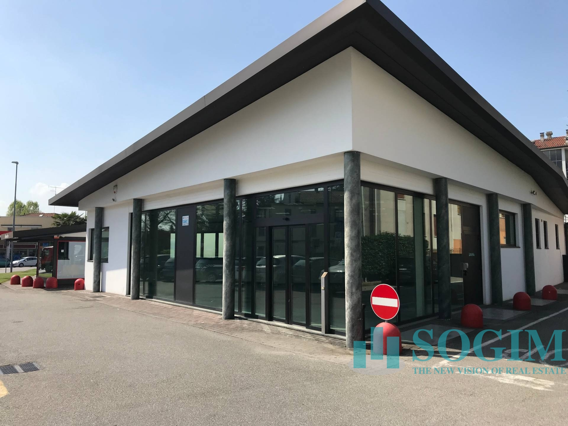Negozio / Locale in affitto a Cermenate, 9999 locali, zona go, prezzo € 2.800 | PortaleAgenzieImmobiliari.it