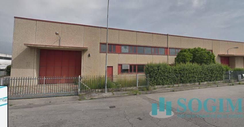 Capannone in affitto a Trezzano Rosa (MI)
