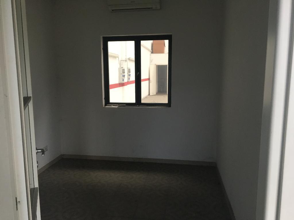 Immobile Commerciale in Affitto a Peschiera Borromeo  rif. 5884