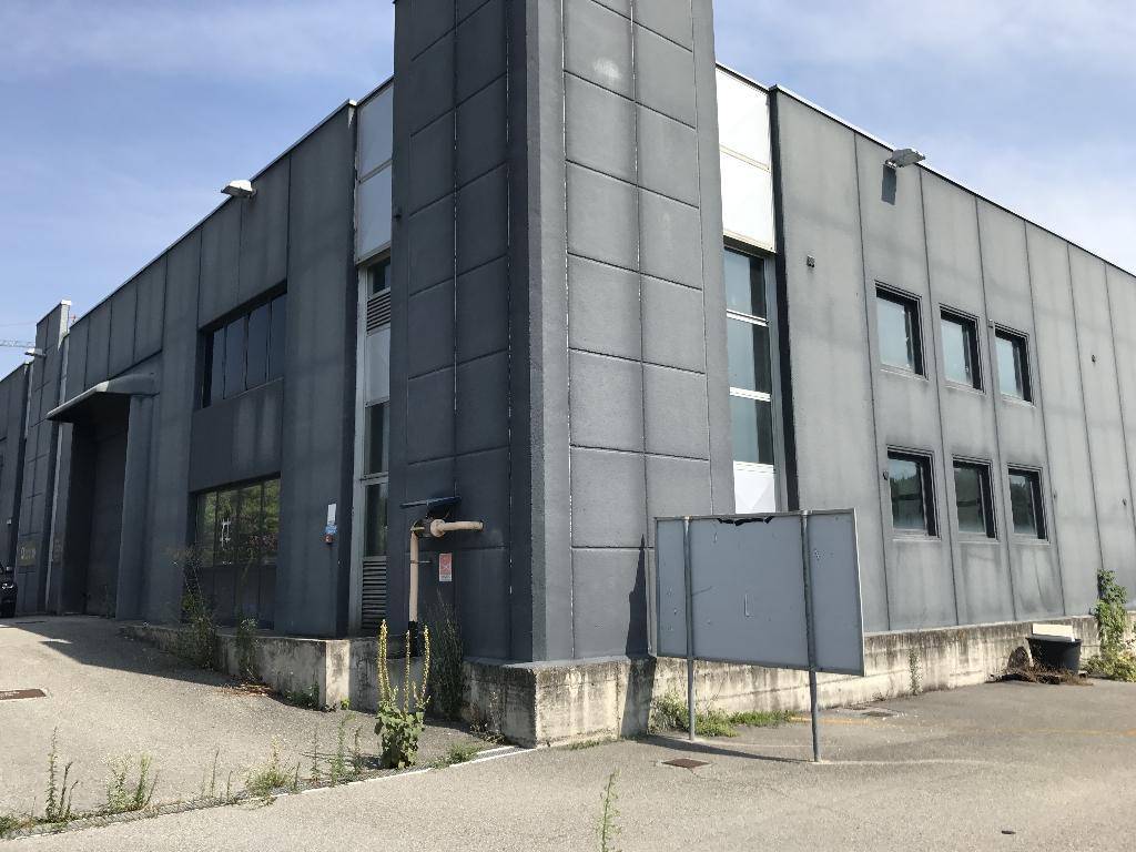 Immobile Commerciale in Vendita a Albese con Cassano  rif. 6344
