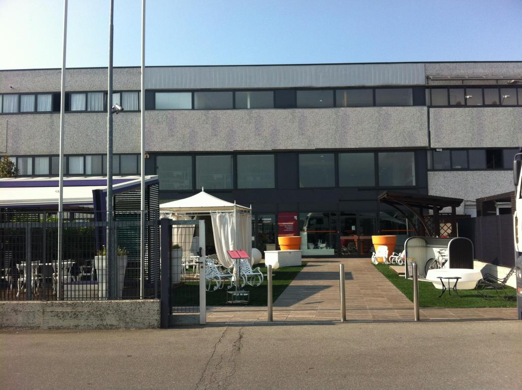 Immobile Commerciale in Affitto a Truccazzano  rif. 2971