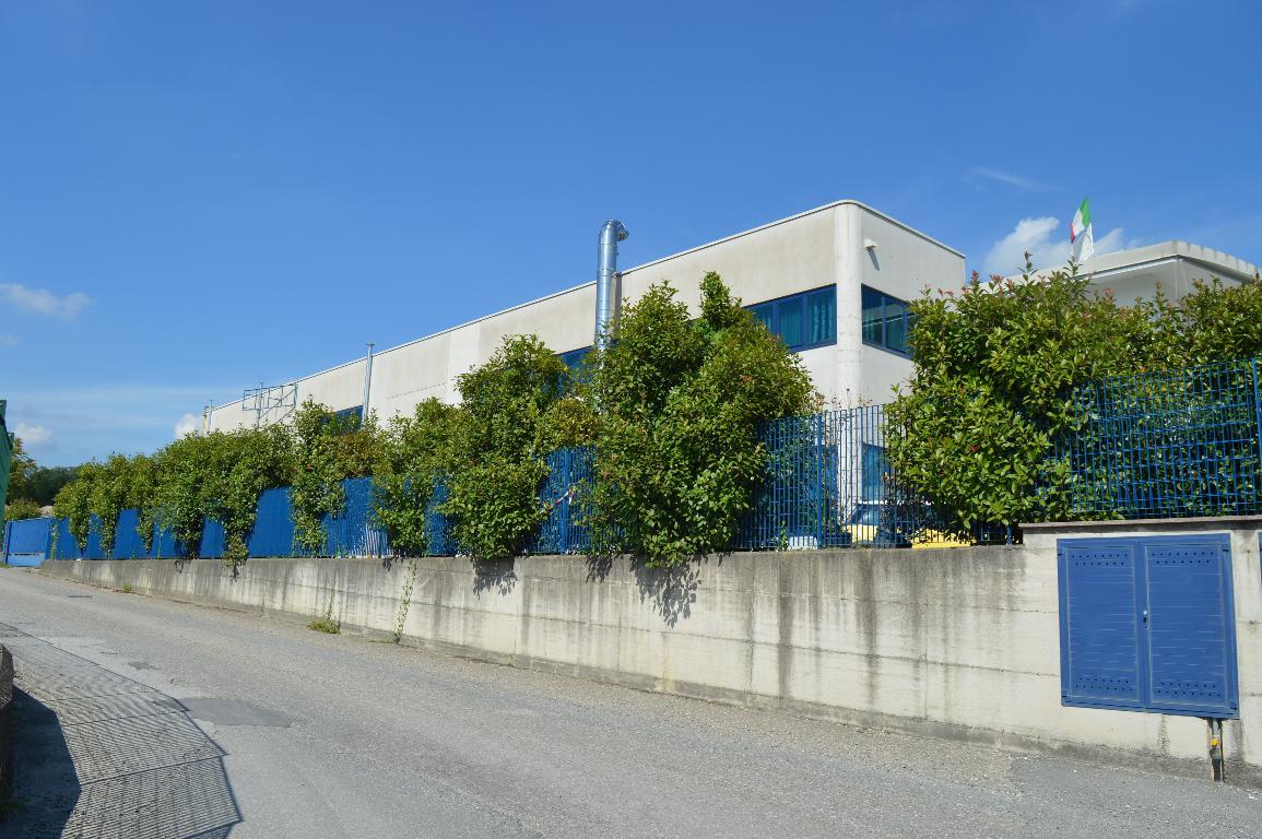 Capannone in Vendita a Carugo  rif. 5480
