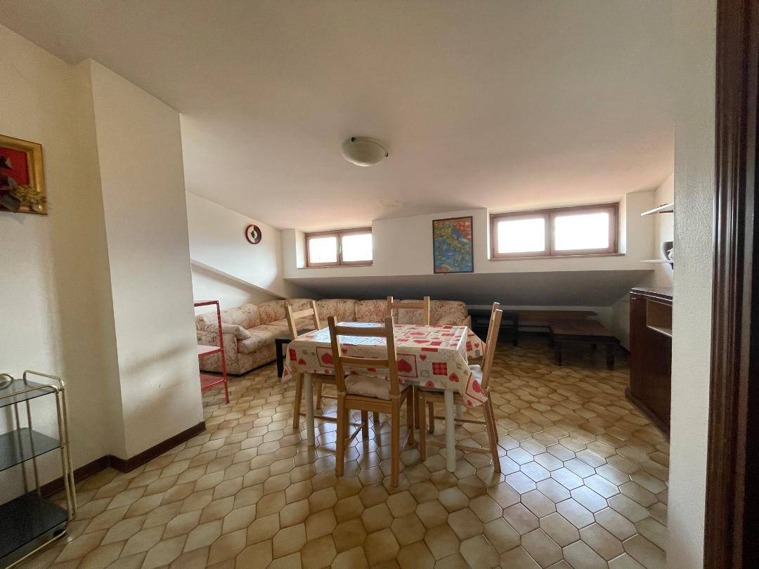 Attico / Mansarda in vendita a L'Aquila, 4 locali, zona Località: ViaStrinella, prezzo € 75.000 | PortaleAgenzieImmobiliari.it