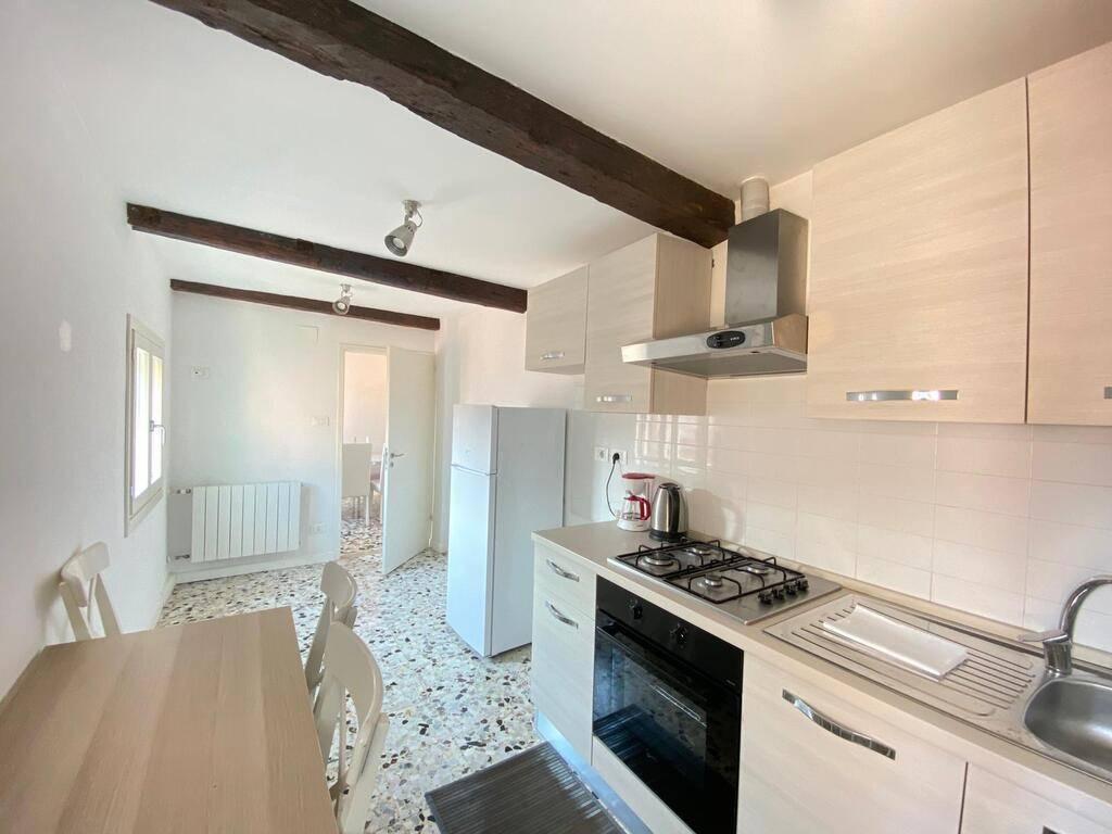 Appartamento in affitto a Venezia, 5 locali, zona Zona: 4 . Castello, prezzo € 1.350   CambioCasa.it