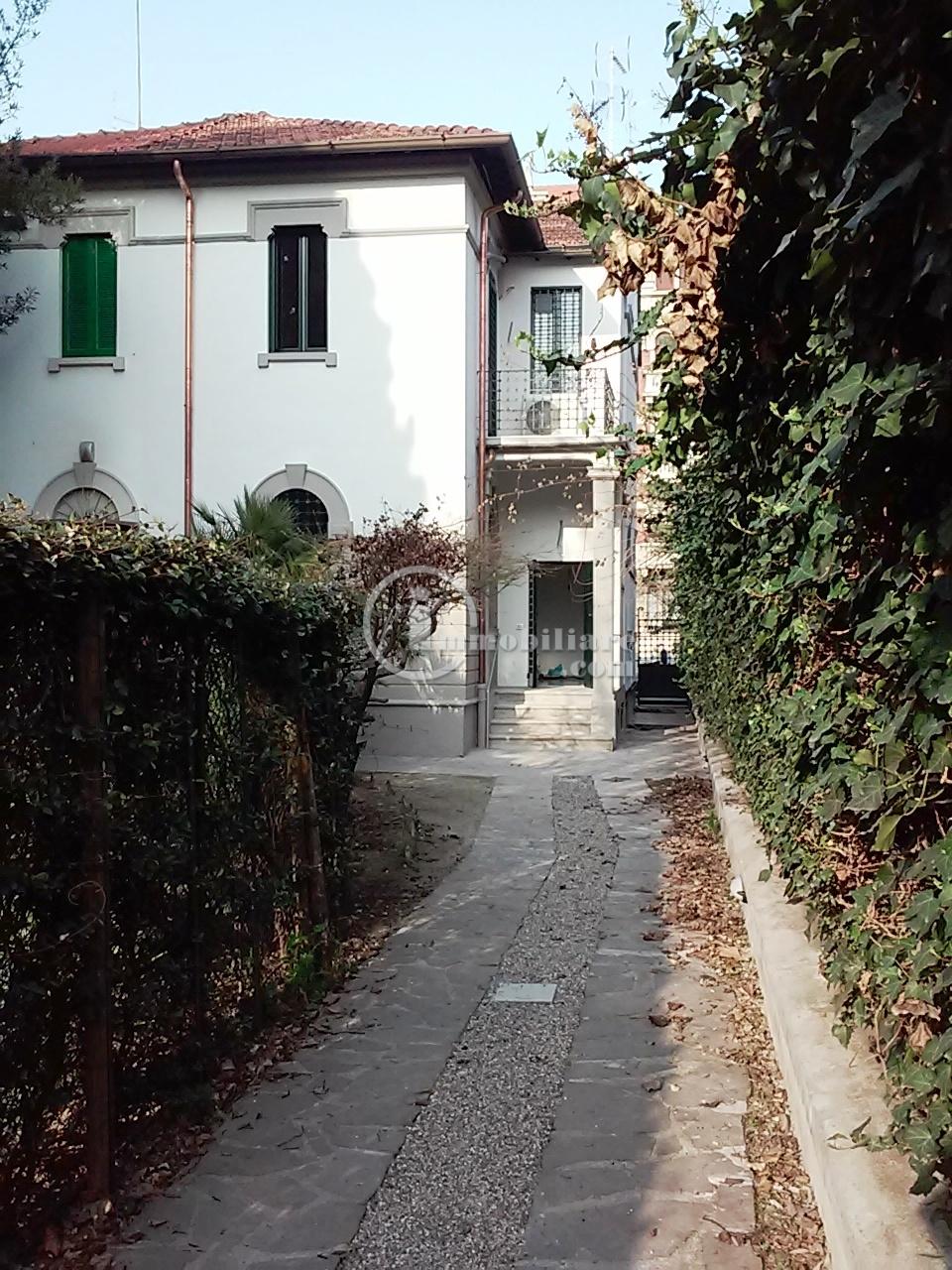 Milano | Villa in Affitto in via Monte Rosa | lacasadimilano.it
