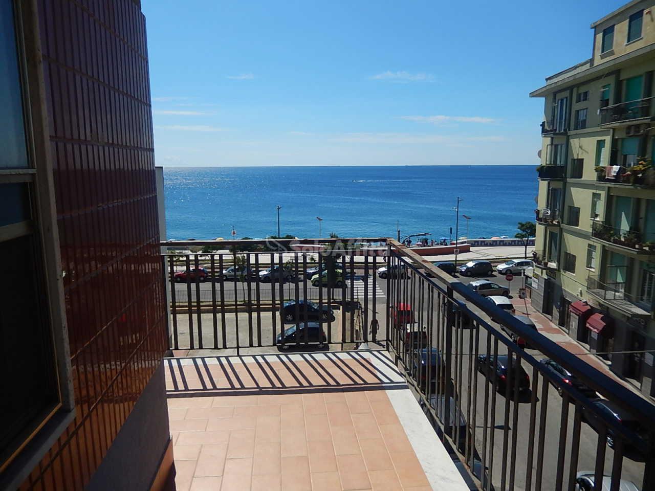 Appartamento in affitto a Catanzaro, 4 locali, zona Località: LidoCorso, prezzo € 1.600 | CambioCasa.it
