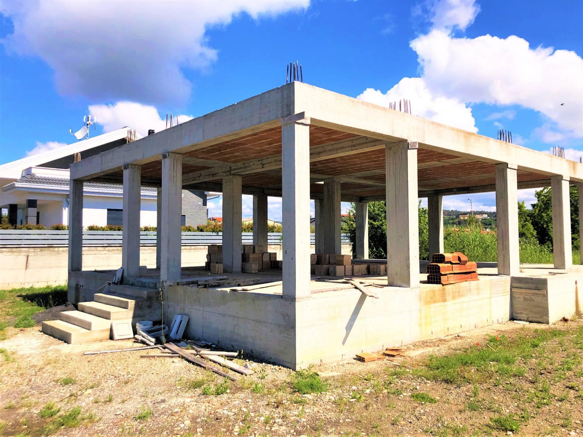 Villa in vendita a Borgia, 5 locali, zona Zona: Roccelletta, prezzo € 125.000   CambioCasa.it