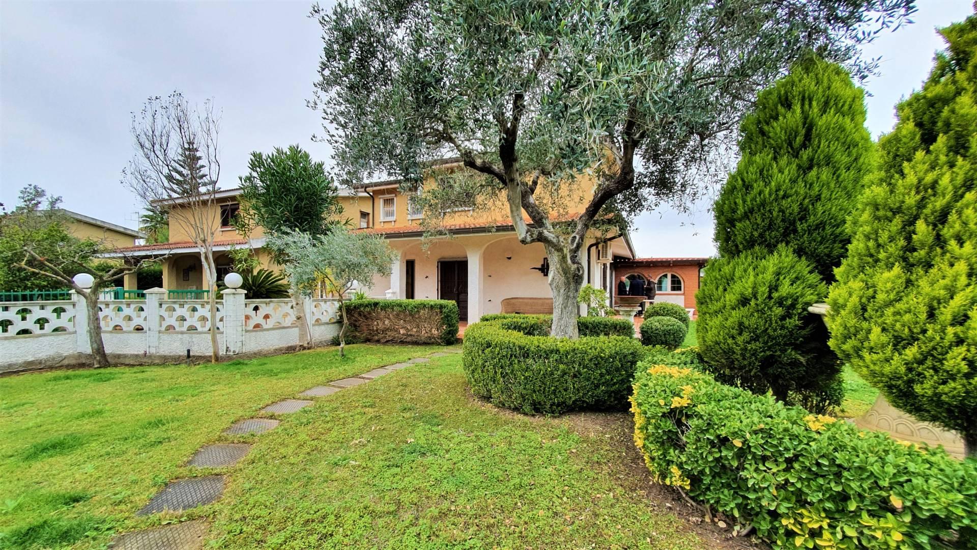Villa in vendita a Borgia, 5 locali, zona Zona: Roccelletta, prezzo € 225.000   CambioCasa.it