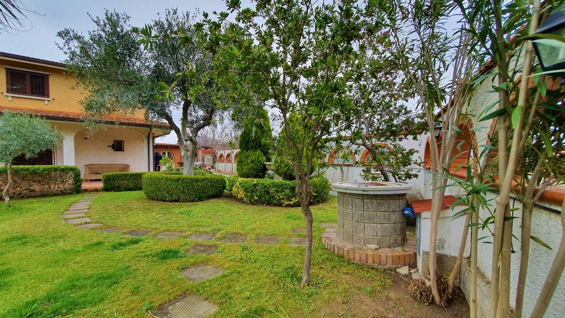 Villa in vendita a Borgia, 5 locali, zona Località: RoccellettadiBorgia, prezzo € 210.000 | CambioCasa.it