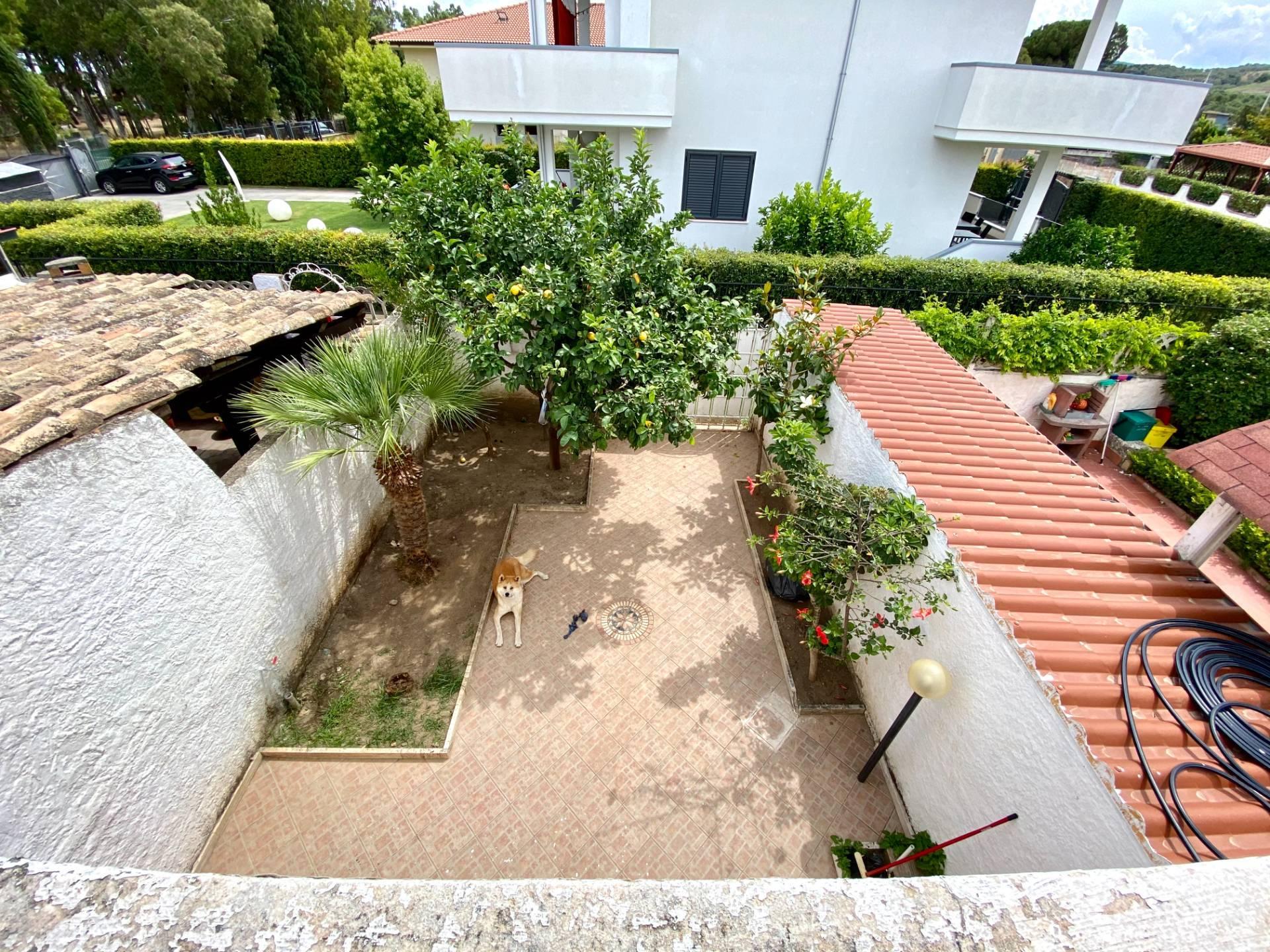 Villa a Schiera in vendita a Borgia, 3 locali, zona Località: RoccellettadiBorgia, prezzo € 95.000 | CambioCasa.it