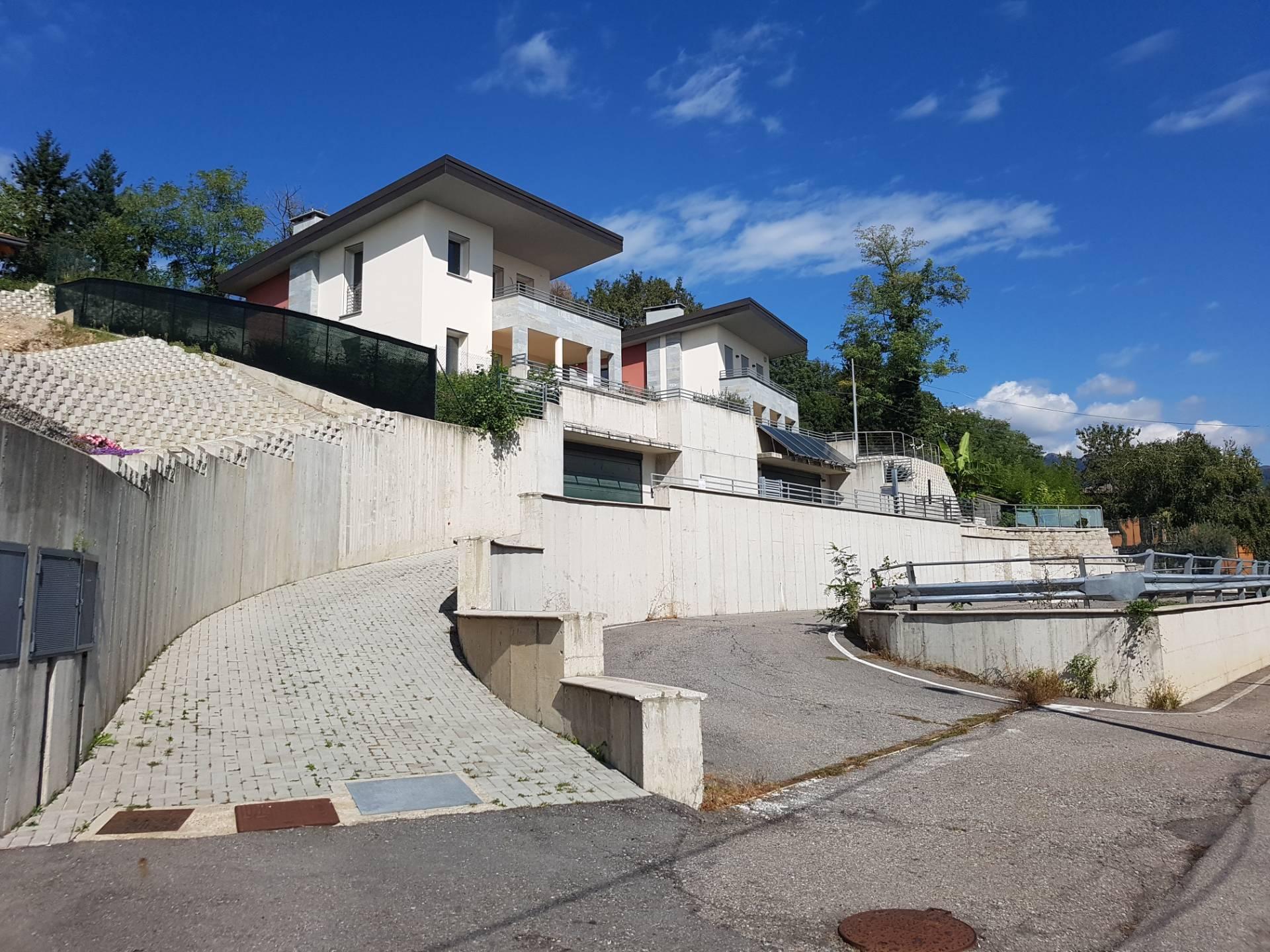 Villa in vendita a Clivio, 5 locali, zona Località: C?Bella, prezzo € 415.000 | CambioCasa.it