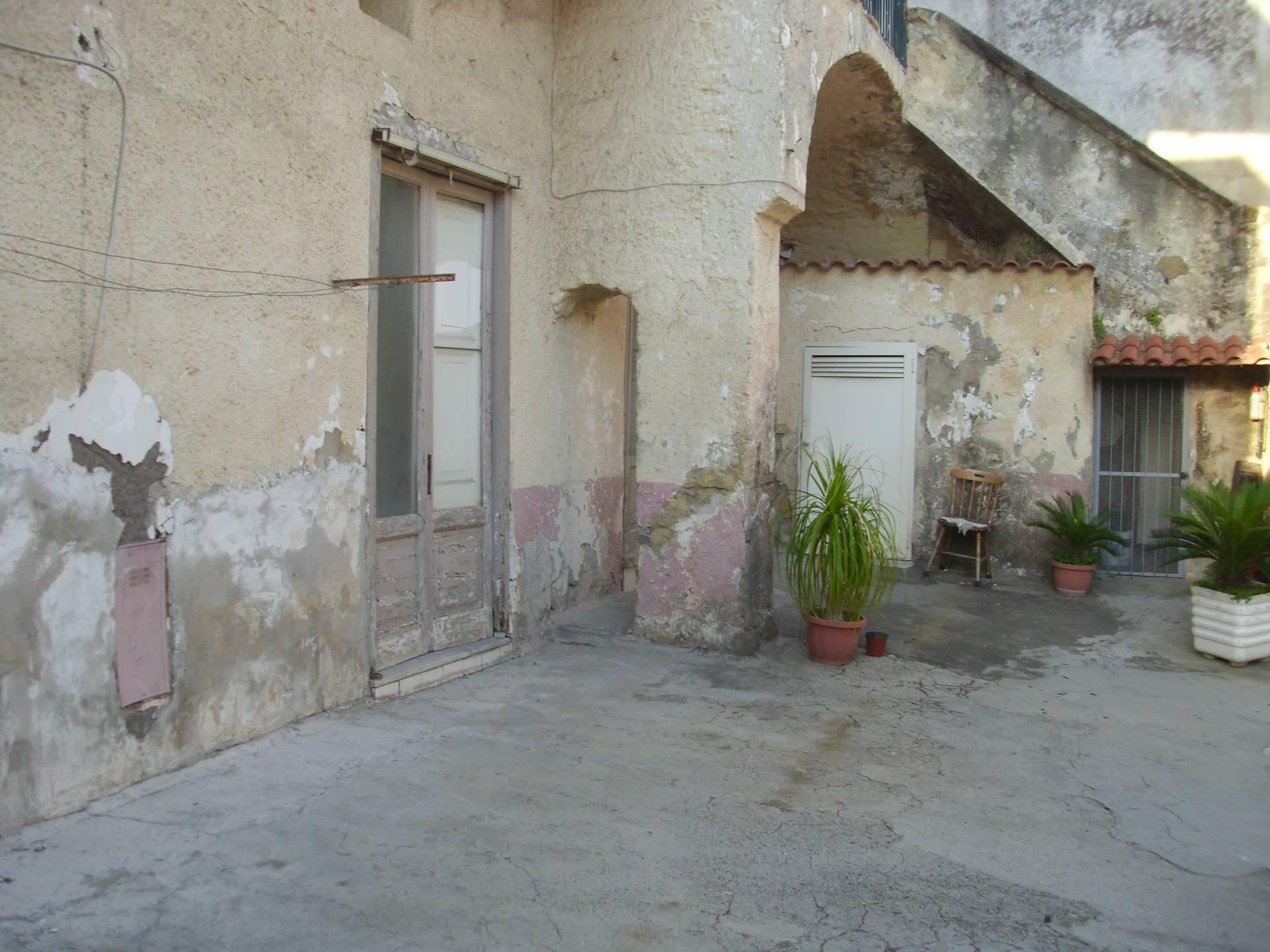Appartamento in vendita a Mugnano di Napoli, 3 locali, prezzo € 42.000 | CambioCasa.it