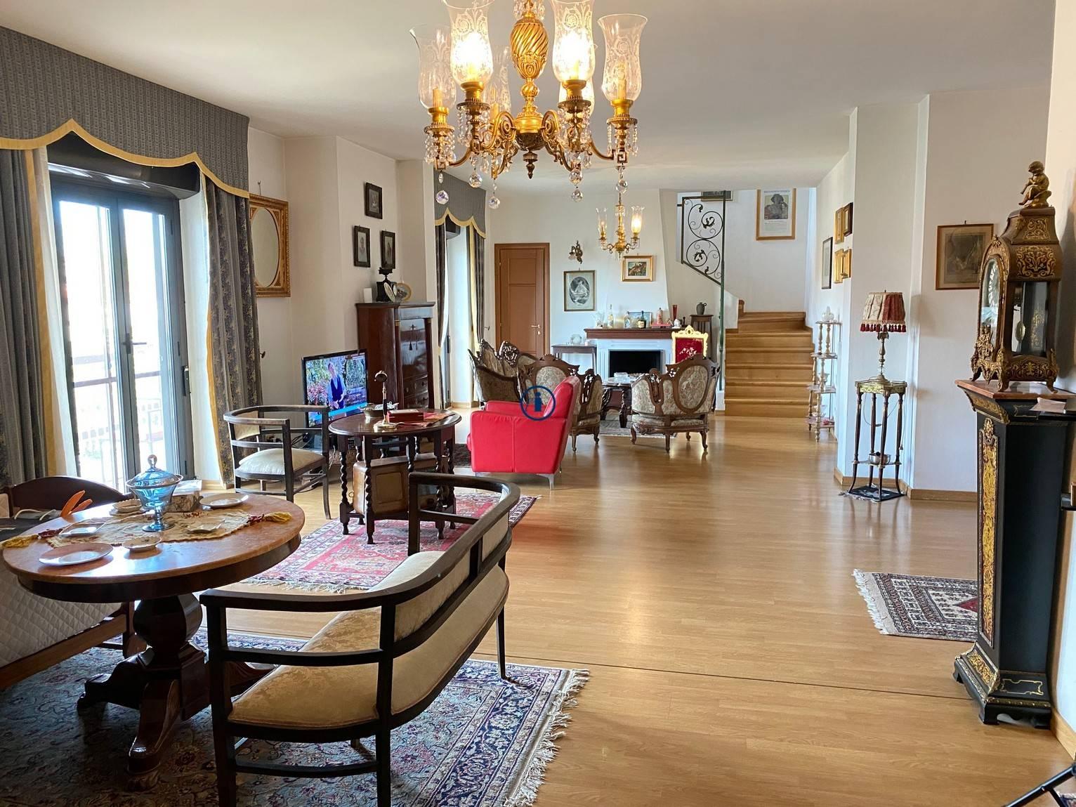 Appartamento in vendita a Caserta, 7 locali, zona Località: Lincoln, prezzo € 330.000 | PortaleAgenzieImmobiliari.it