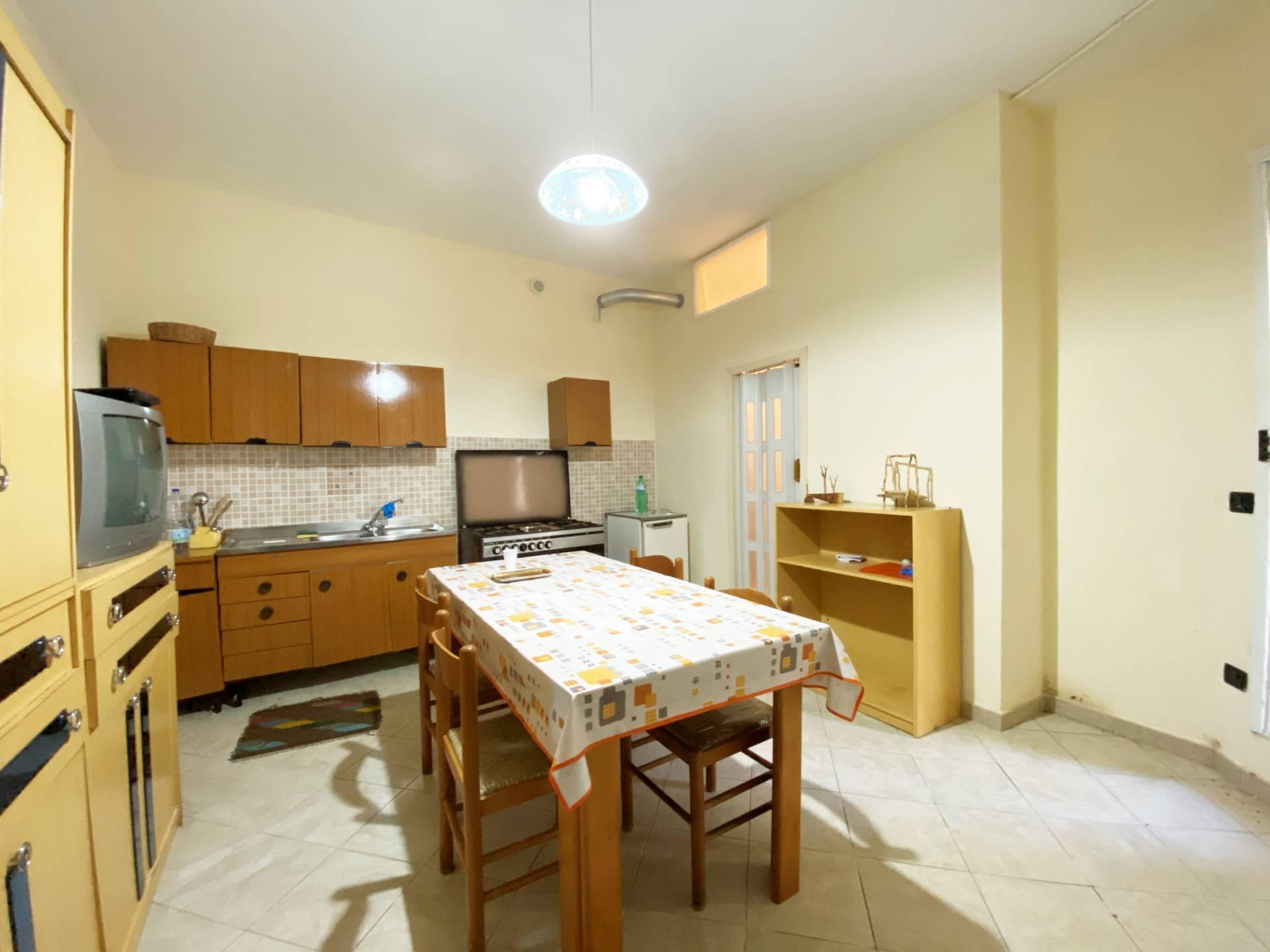Appartamento in vendita a Borgia, 3 locali, prezzo € 26.000 | CambioCasa.it