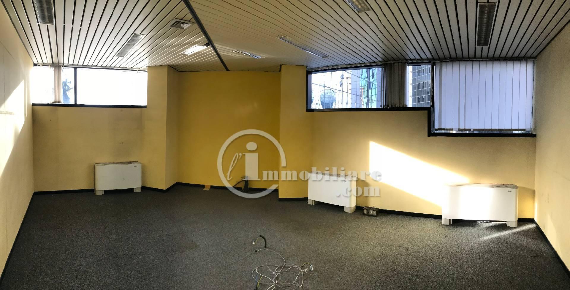 Ufficio / Studio in vendita a Gallarate, 9999 locali, zona Località: Centro, prezzo € 230.000   PortaleAgenzieImmobiliari.it