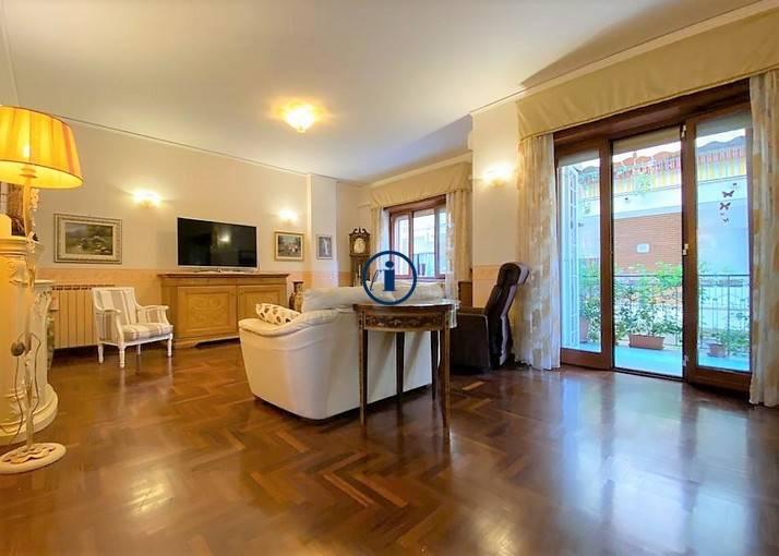 Appartamento, 140 Mq, Vendita - Napoli (NA)
