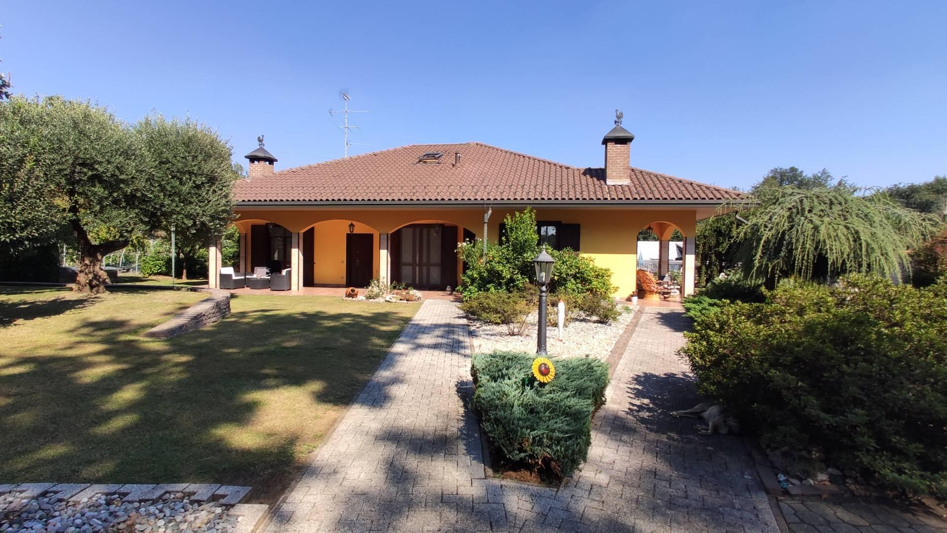 Villa in vendita a Olgiate Olona, 10 locali, prezzo € 750.000 | CambioCasa.it