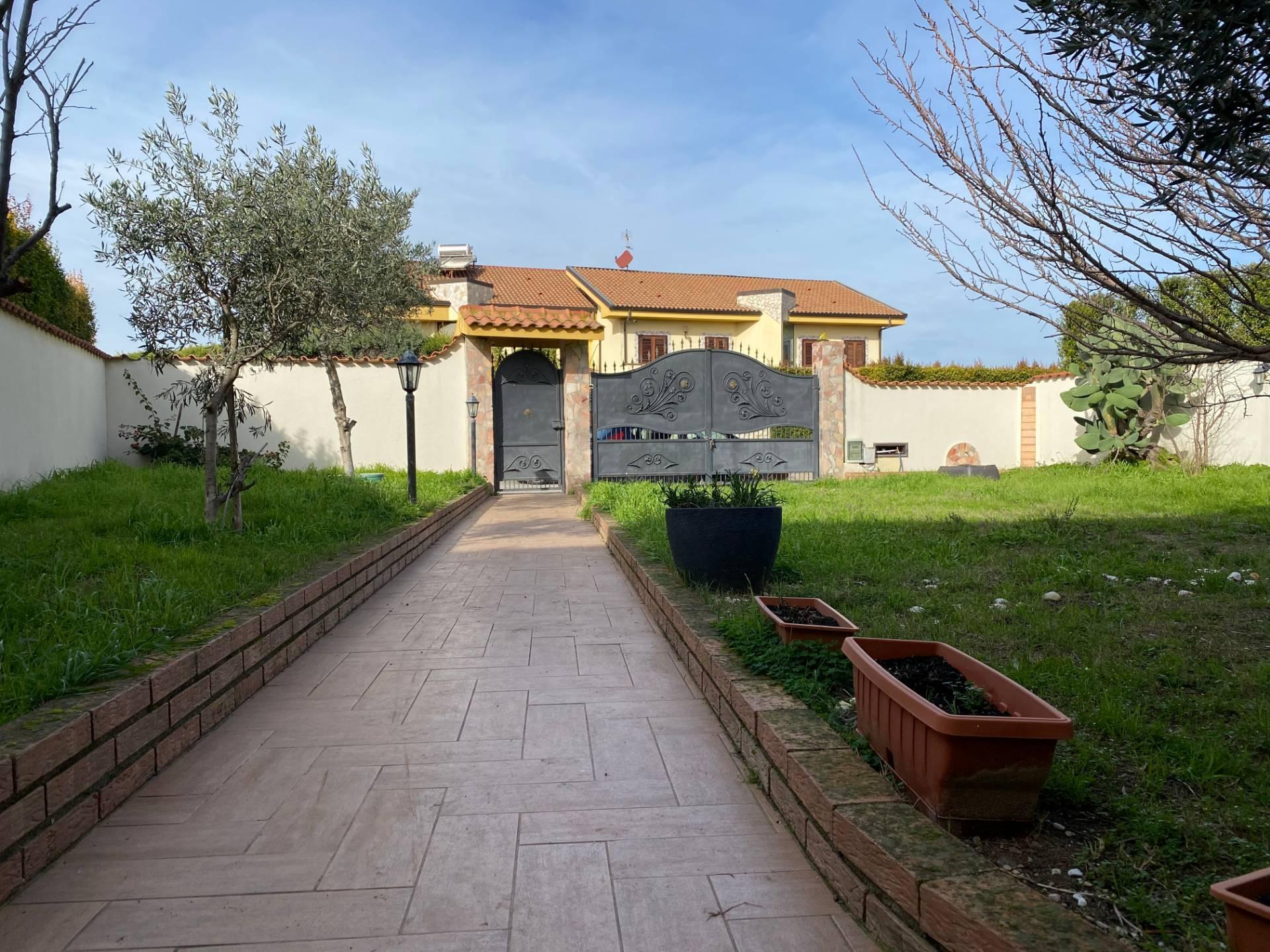 Villa a Schiera in vendita a Borgia, 6 locali, zona Località: RoccellettadiBorgia, prezzo € 245.000 | CambioCasa.it