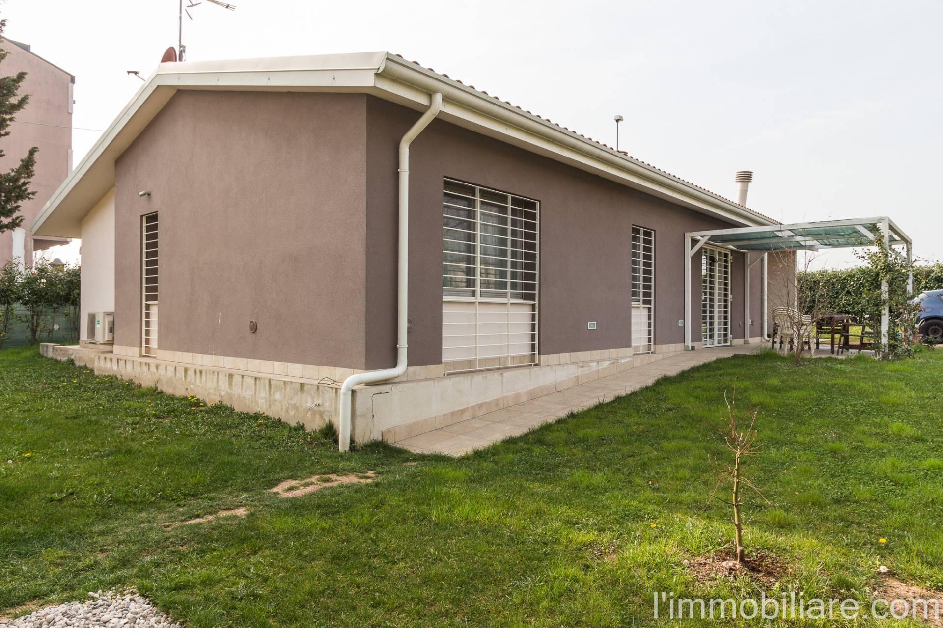 Villa in vendita a Verona, 10 locali, zona Località: Montorio, prezzo € 749.000 | CambioCasa.it
