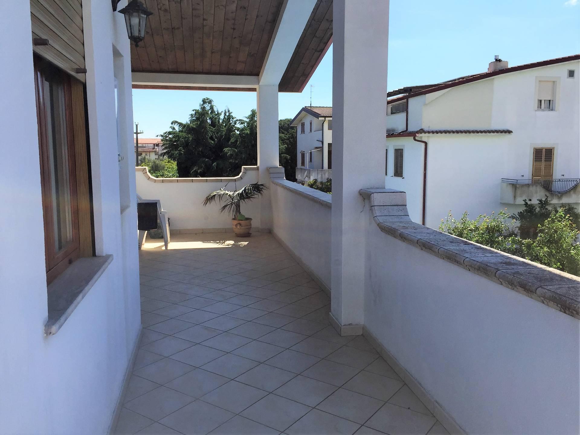 Appartamento in affitto a Sellia Marina, 3 locali, zona Zona: Cipollina, prezzo € 1.000 | CambioCasa.it
