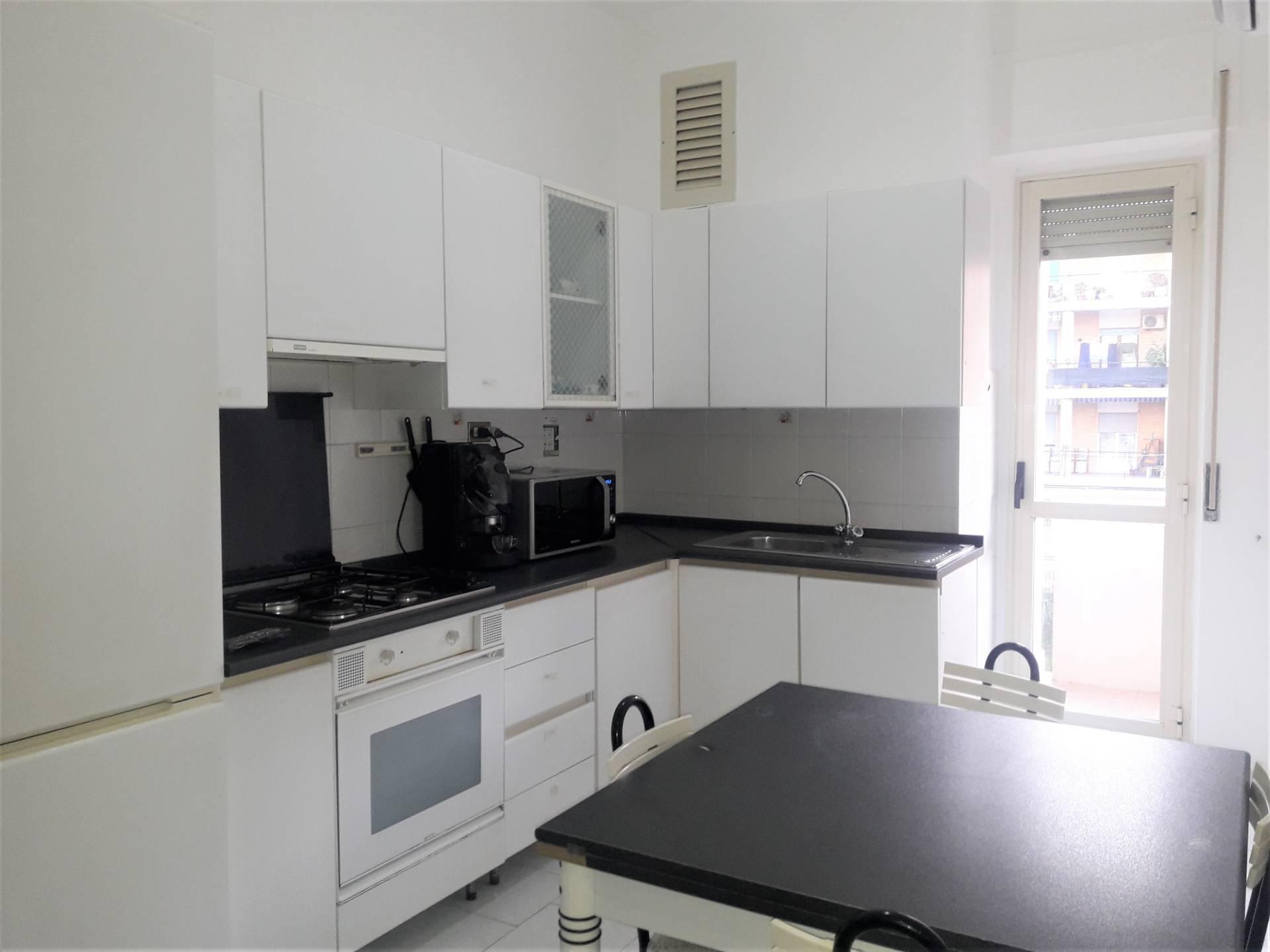 Appartamento in affitto a Catanzaro, 4 locali, zona Località: Porto, prezzo € 1.000 | CambioCasa.it