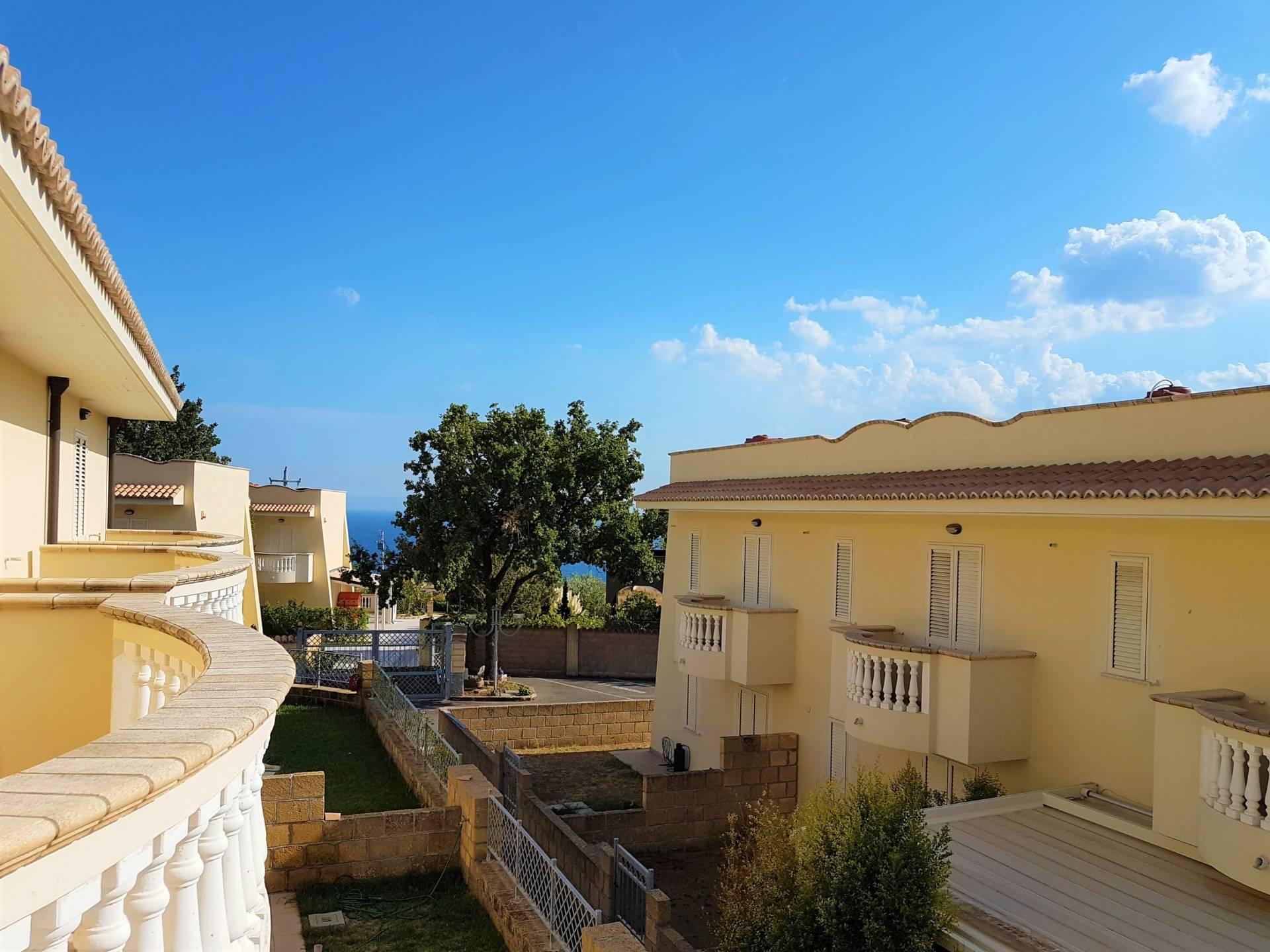 Villa a Schiera in affitto a Stalettì, 3 locali, zona Zona: Pietragrande, prezzo € 1.700 | CambioCasa.it