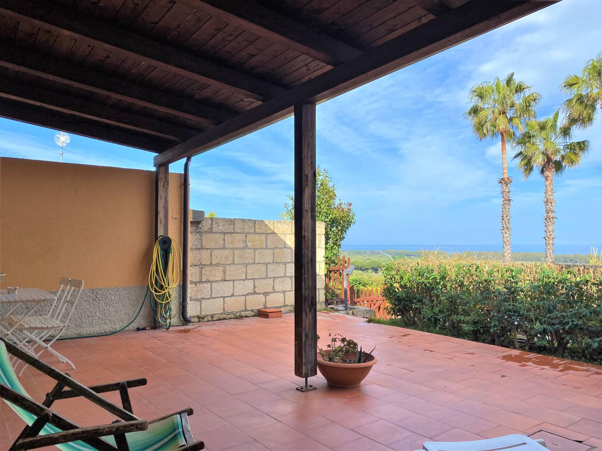 Villa a Schiera in affitto a Squillace, 3 locali, zona Località: Lido, prezzo € 1.200 | CambioCasa.it