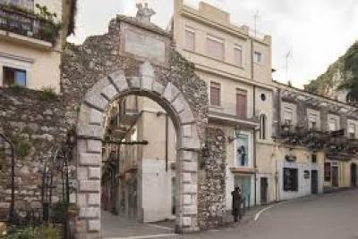 Vai alla scheda: Appartamento Vendita - Taormina (ME)   Centro - Codice -202-2175