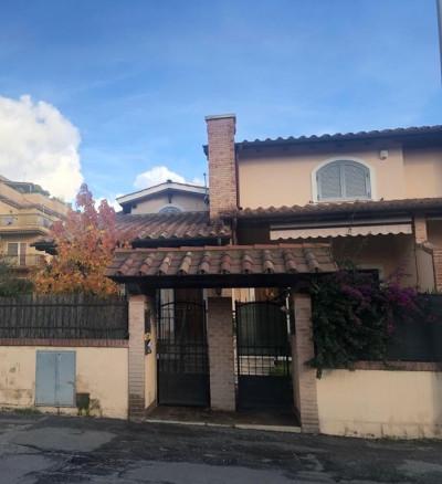 Vai alla scheda: Villa a schiera Vendita - Roma (RM) - Codice -323-Vendita Via Taleggio