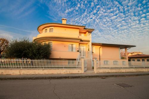 Vai alla scheda: Villa singola Vendita - Salizzole (VR) - Codice -327-19.