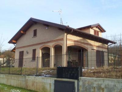Villa in Vendita a Buguggiate