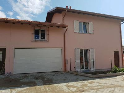 Villa Bifamiliare in Vendita a Carnago