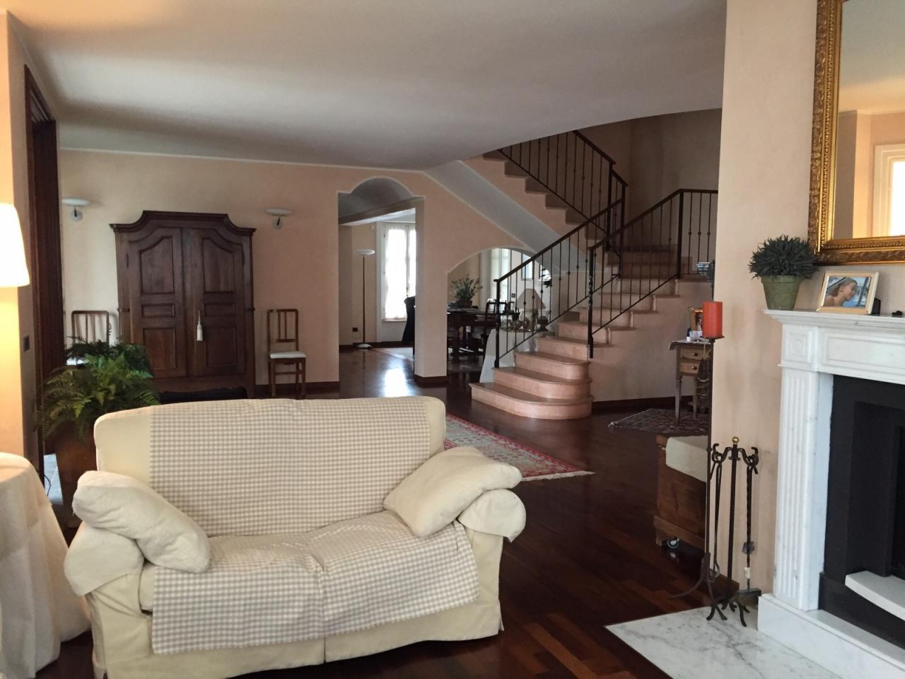 Villa unifamiliare in vendita - 360 mq