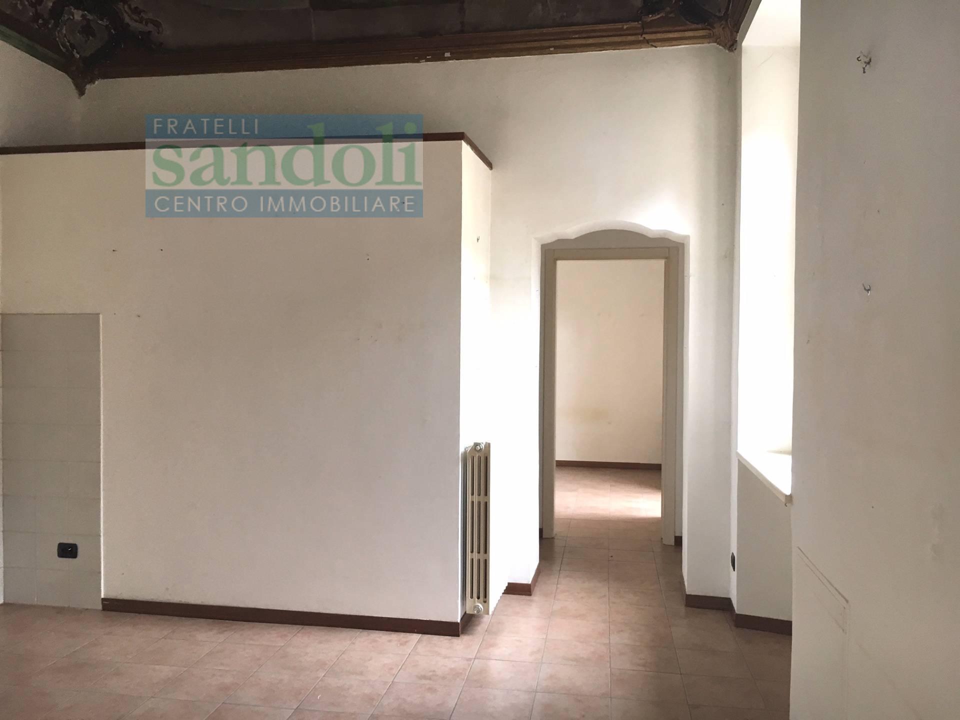 Appartamento monolocale di 40mq in affitto a vercelli for Affitto vercelli arredato
