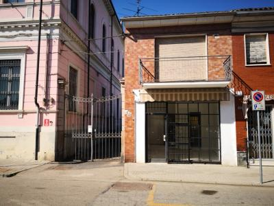 Negozio-Ufficio in Affitto a Pezzana