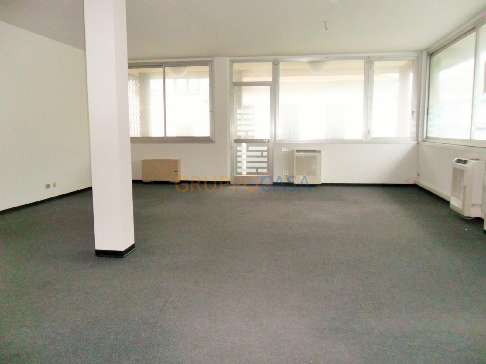 Ufficio / Studio in vendita a Pescia, 9999 locali, zona Località: Centro, prezzo € 85.000 | CambioCasa.it