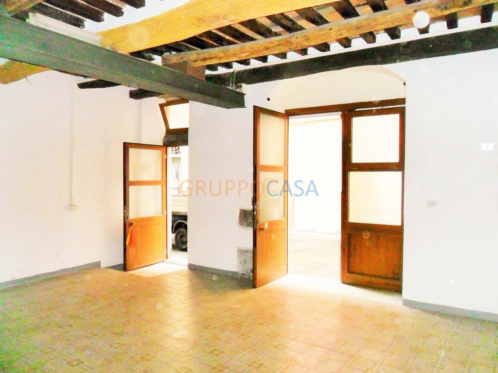 Negozio / Locale in vendita a Pescia, 9999 locali, zona Località: Centro, prezzo € 39.000 | CambioCasa.it