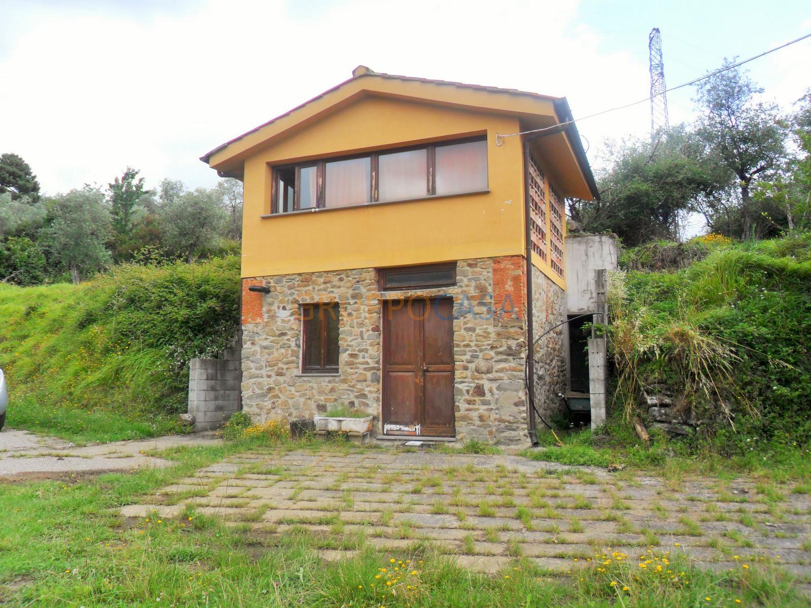 vendita casa indipendente pescia periferia  310000 euro  7 locali  220 mq