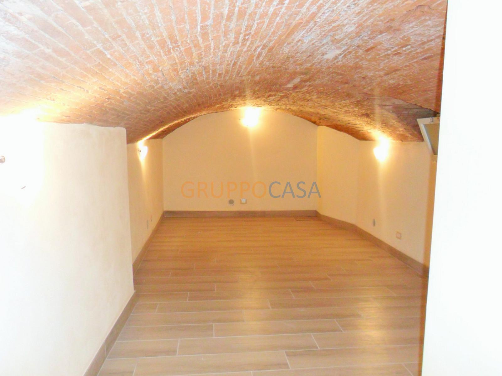 Ufficio / Studio in vendita a Pescia, 9999 locali, zona Località: Centro, prezzo € 95.000 | CambioCasa.it