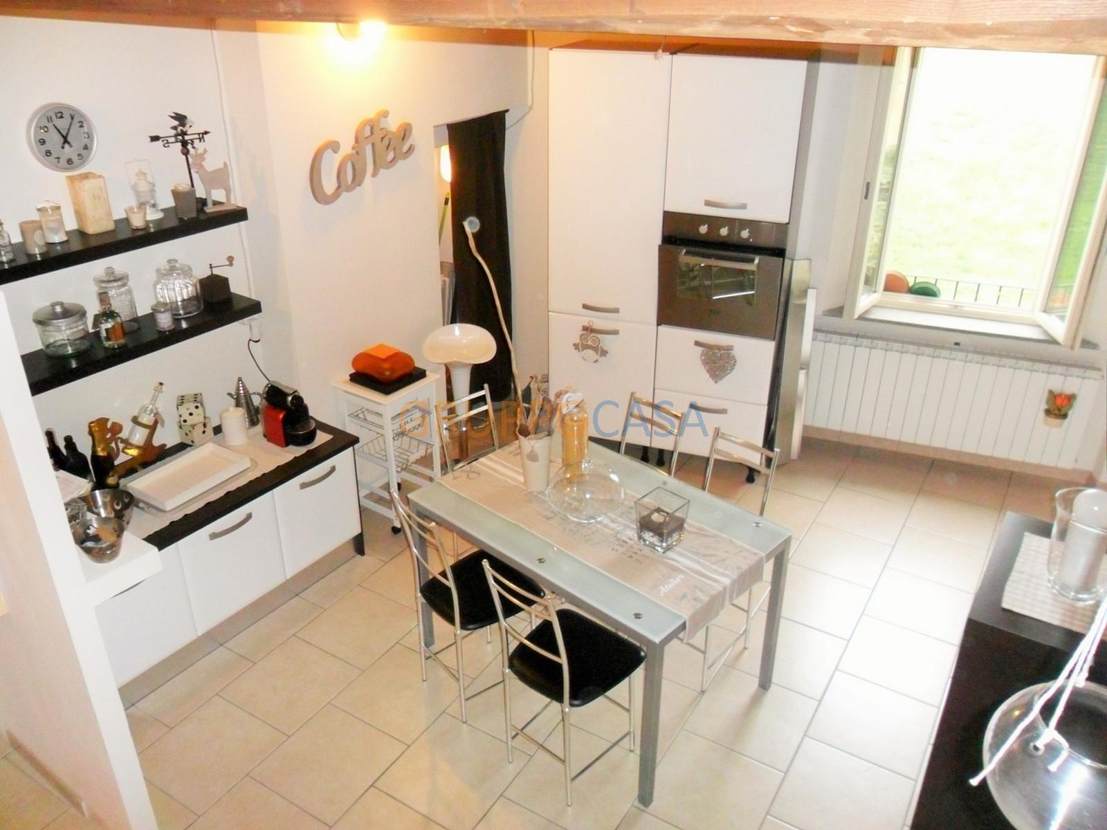 Appartamento in vendita a Buggiano, 6 locali, zona Località: BorgoaBuggiano, prezzo € 169.000 | CambioCasa.it