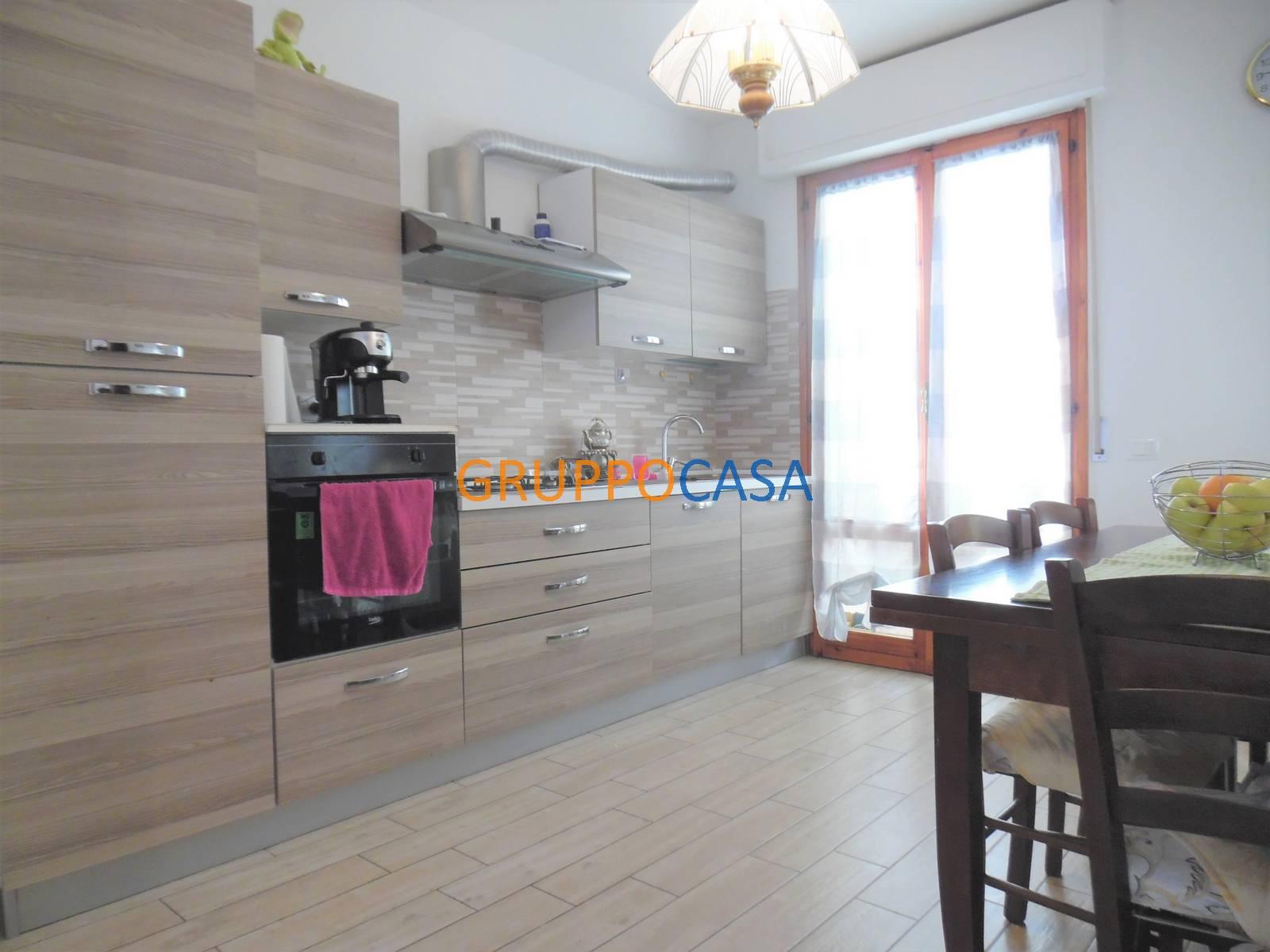 Appartamento in vendita a Porcari, 5 locali, zona Località: Centro, prezzo € 140.000   PortaleAgenzieImmobiliari.it