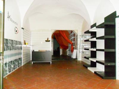 Locale commerciale in Affitto a Pescia