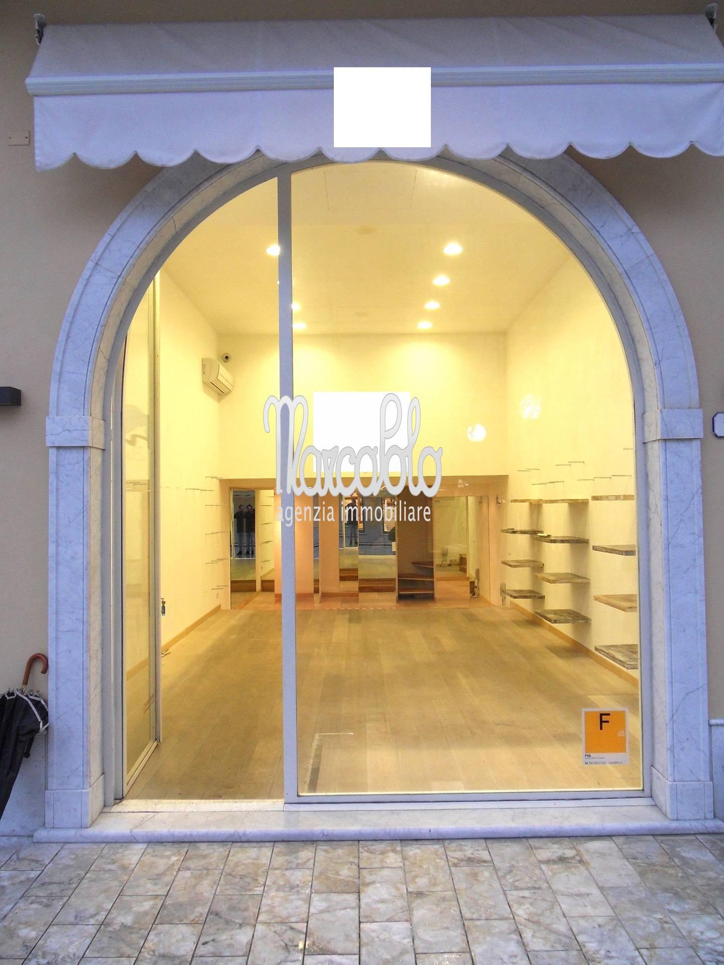 release date: bf371 b66fc Negozio / Locale Forte dei Marmi Affitto zona Centro 48 mq ...