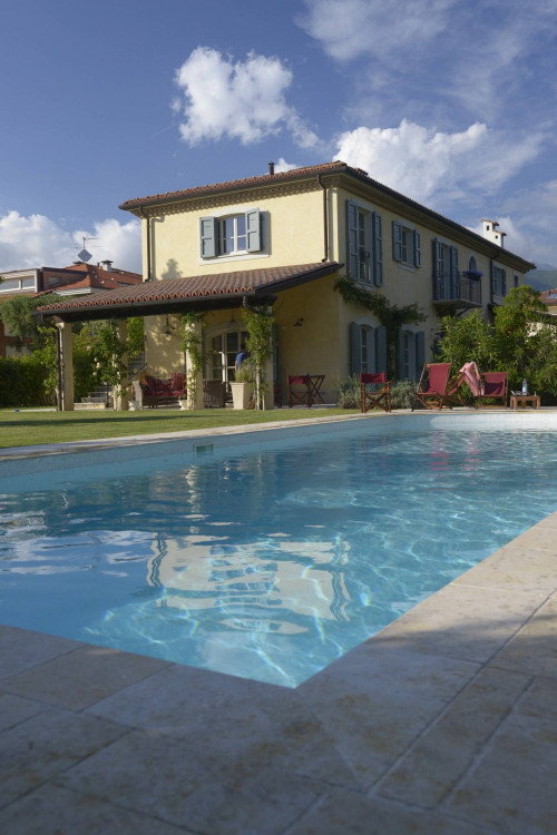 Villa di Prestigio in Affitto stagionale