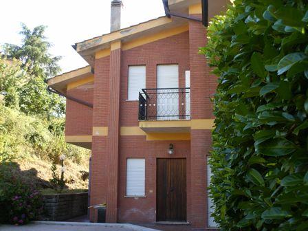 Villa Bifamiliare in vendita a Manziana, 6 locali, prezzo € 159.000   CambioCasa.it